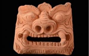 Mái ngói được điêu khắc hình mặt sư tử tinh xảo được tìm thấy trong khu di tích